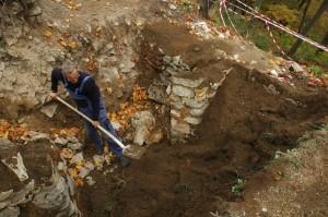 Zakrývanie archelogickej sondy zeminou