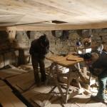 Práce na finálnom zdobení stropu