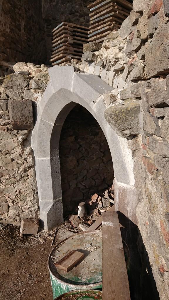 Kamenný portál v prízemií